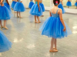 blue_dancers